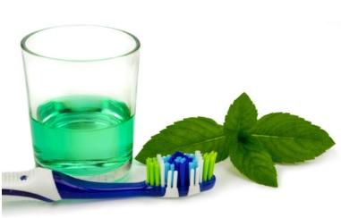 Halitoza czyli brzydki zapach z ust – jak zwalczyć nieświeży oddech?
