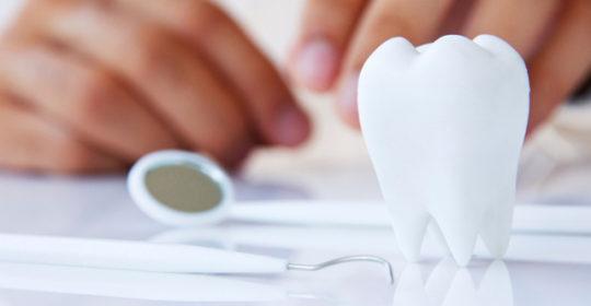 Zęby mądrości, czyli wszystko o leczeniu, usuwaniu i higienie ósemek