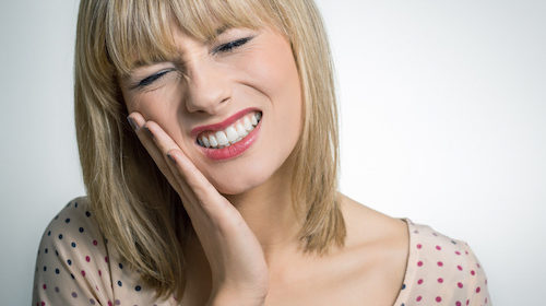 Nadwrażliwość zębów – przyczyny, profilaktyka, leczenie