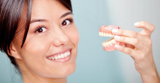 Protezy zębowe – co warto wiedzieć