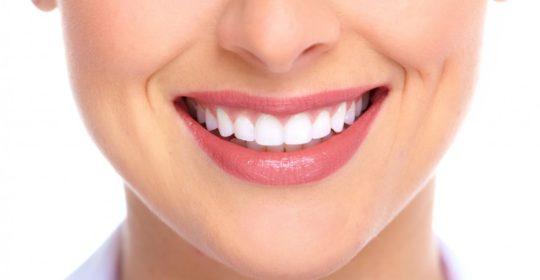 Korony zębowe – dlaczego warto zdecydować się na ich założenie?