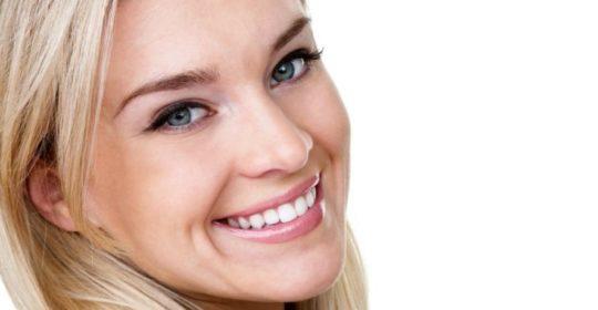 Kserostomia, suchość jamy ustnej – przyczyny, objawy, leczenie