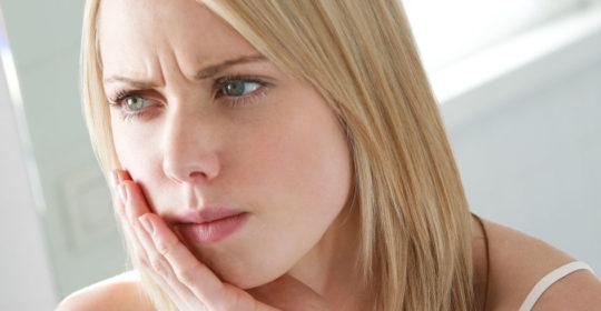 Ropień zęba – objawy, przyczyny, leczenie