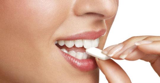 Guma do żucia i jej wpływ na zęby