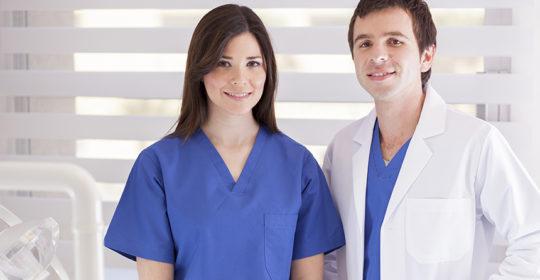 Higienistka i asystentka dentystyczna – czym różnią się te zawody?