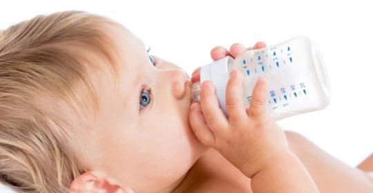 Próchnica butelkowa – jak chronić zęby mleczne swojego dziecka?