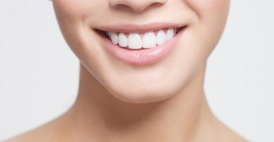 Zabiegi stomatologiczne, które warto wykonać aby mieć zdrowe i piękne zęby
