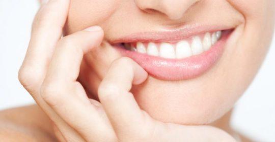 Przyczyny przebarwienia zębów