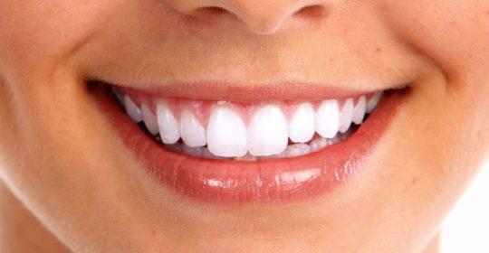 Remineralizacja szkliwa – jak zadbać o nasze zęby by były mocne i zdrowe?