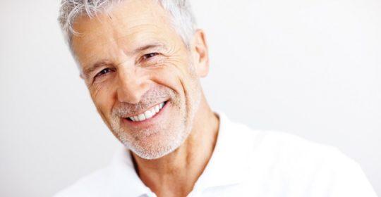 Trzecie zęby – czyli jak szybko można przyzwyczaić się do protezy zębowej? Pomocne wskazówki