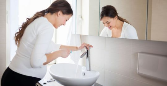 Krwawienie dziąseł w ciąży – porady