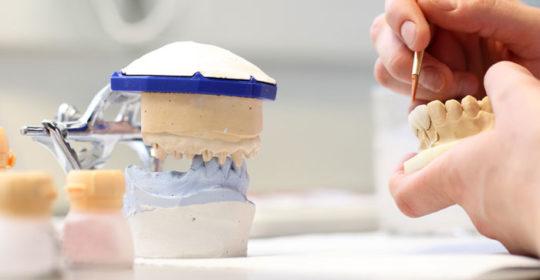 Technik dentystyczny – czym się zajmuje?