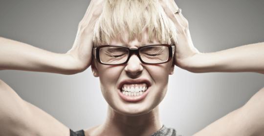 Czy stres może mieć wpływ na stan naszych zębów
