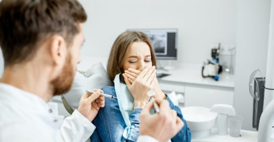 Trudny pacjent w gabinecie stomatologicznym